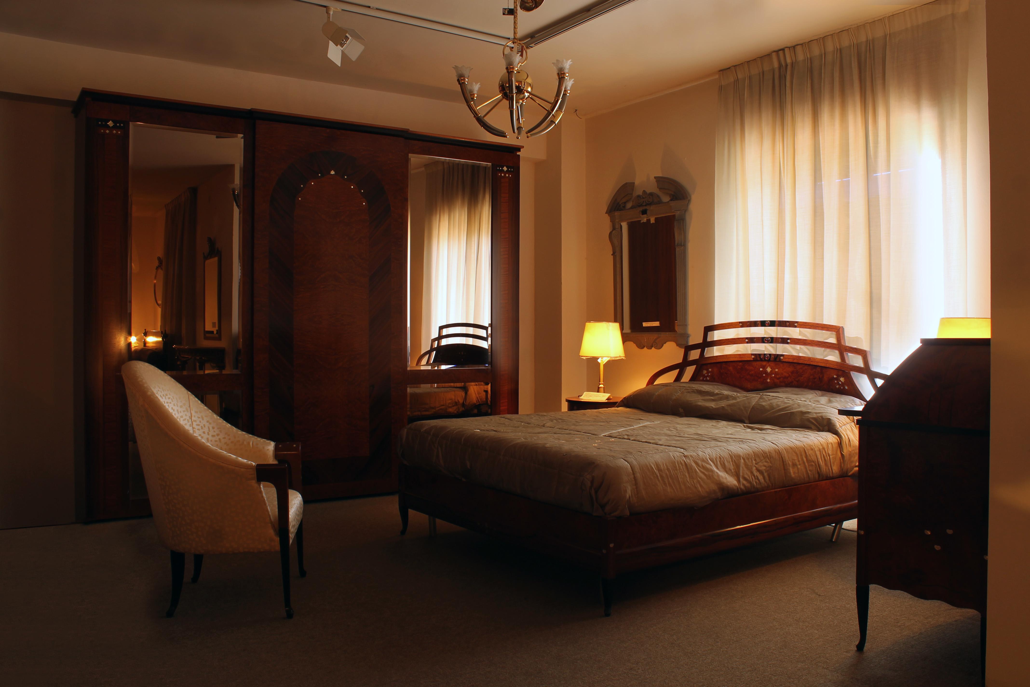 Leonetti arredamenti outlet classico notte for Camera di letto completa
