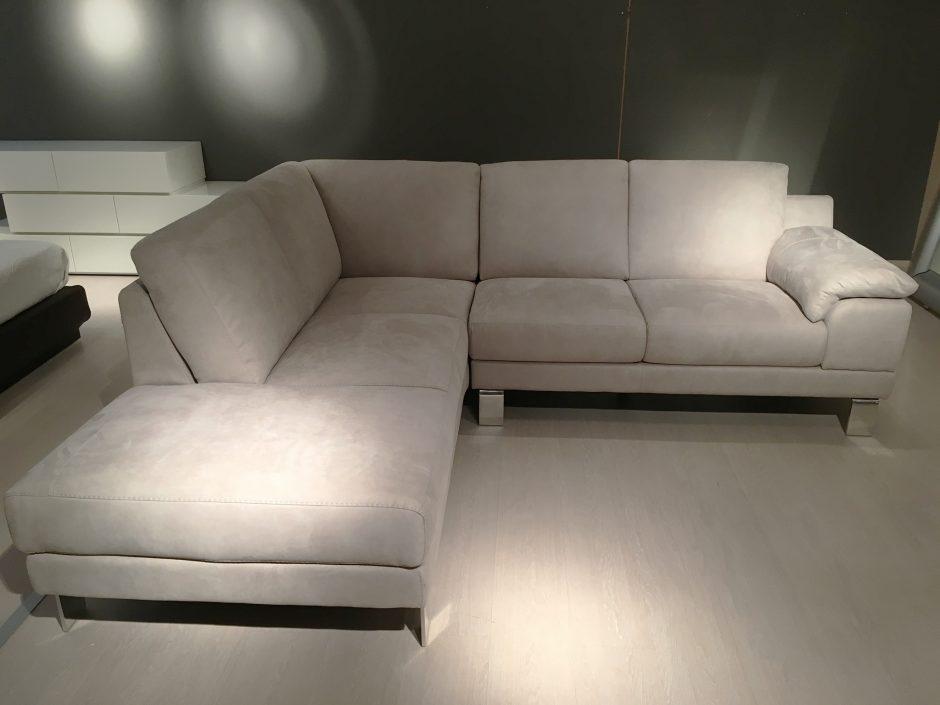 Outlet divani e poltrone leonetti arredamenti for Divano angolare 240