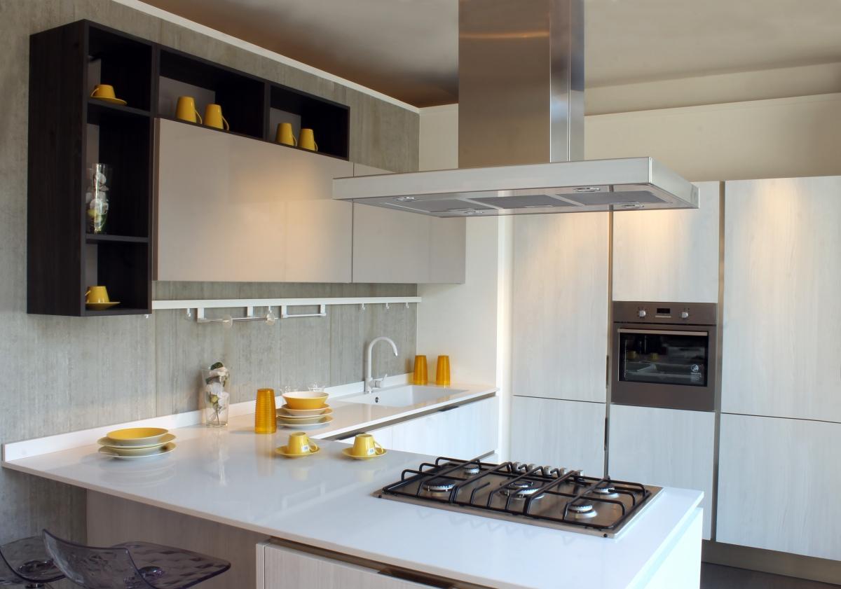 Idee cucina moderna ad angolo con penisola - Cucina a elle con isola ...
